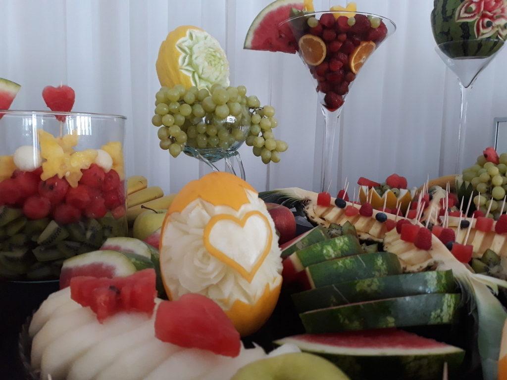 fruit carving, bufet owocowy, stół owocowy, dekoracje owocowe, fruit bar Kalisz