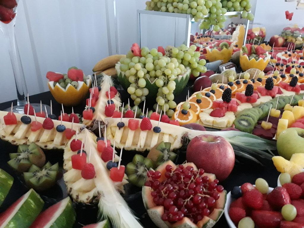 fruit carving, bufet owocowy, stół owocowy, dekoracje owocowe, fruit bar Słupca