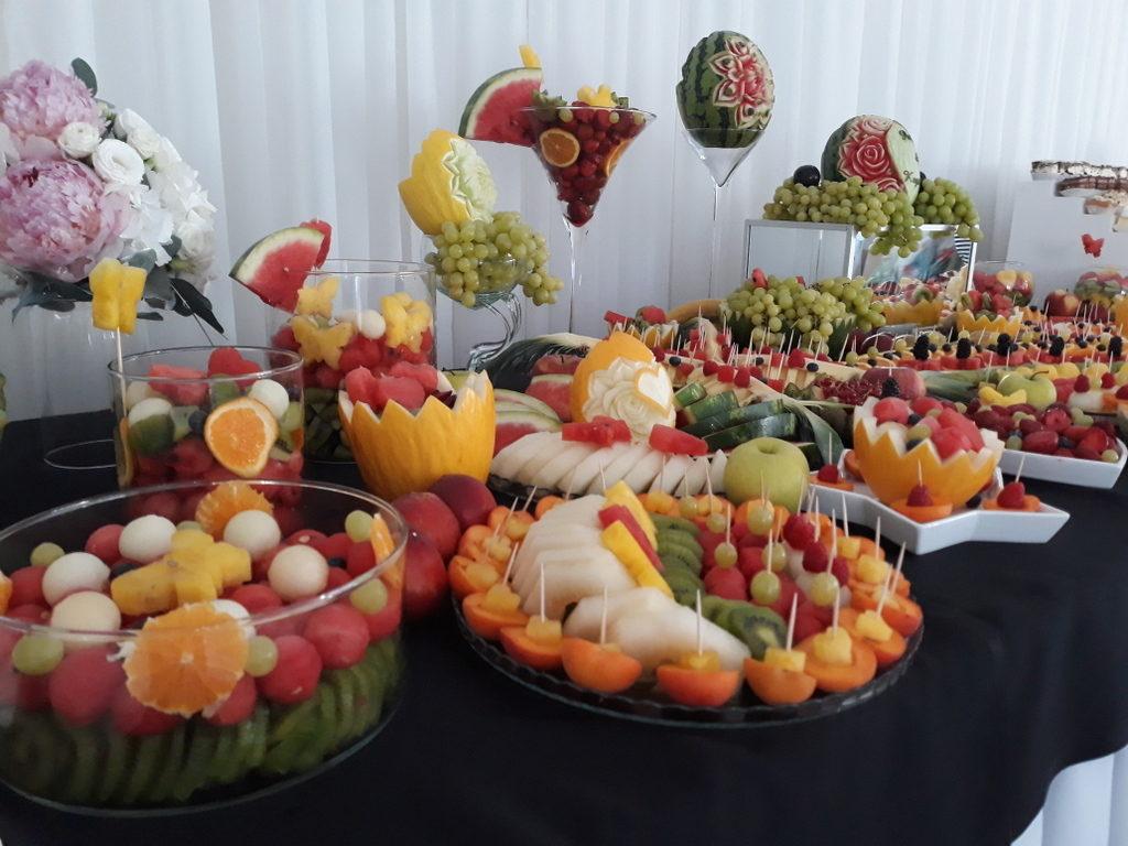 fruit carving, bufet owocowy, stół owocowy, dekoracje owocowe, fruit bar Warszawa