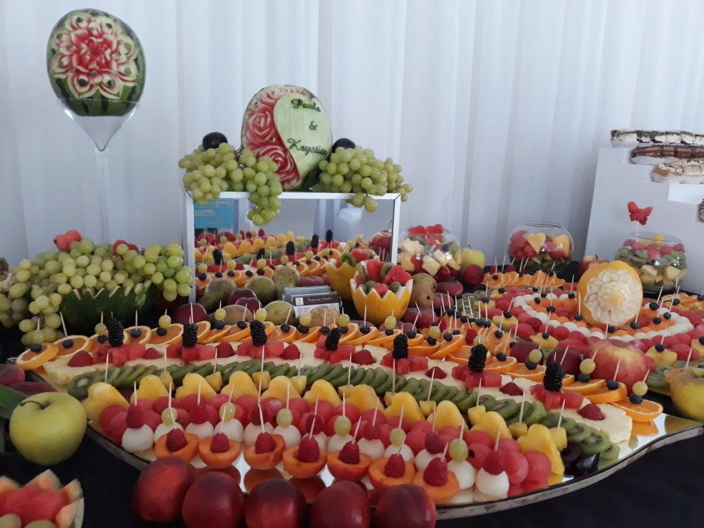 fruit carving, bufet owocowy, stół owocowy, dekoracje owocowe, fruit bar Września