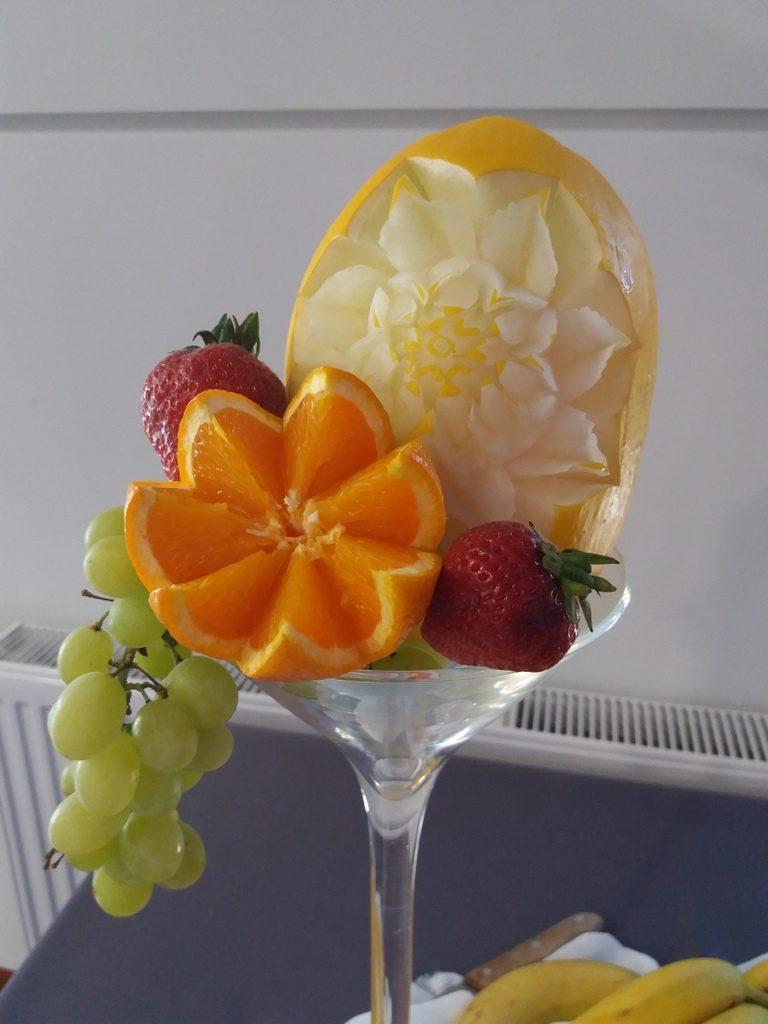 fruit carving, dekoracje owocowe, fruit bar, stół owocowy Moran Spa Powidz