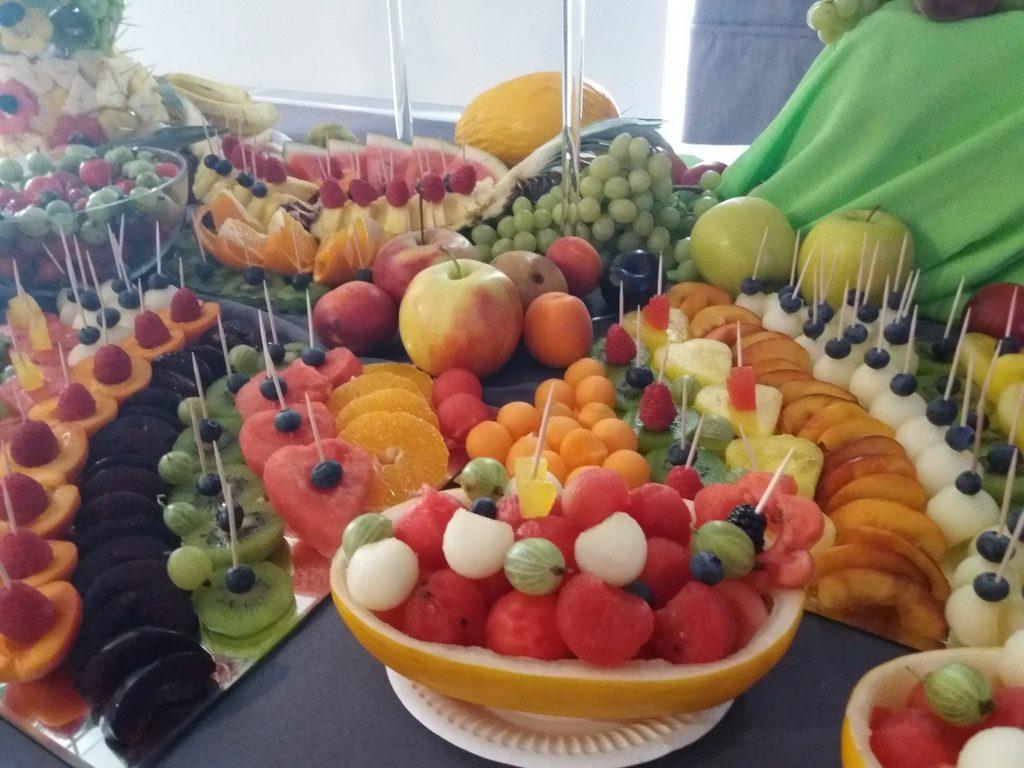 owoce na wesele, fruit carving, dekoracje owocowe, fruit bar, stół owocowy Moran Spa Powidz