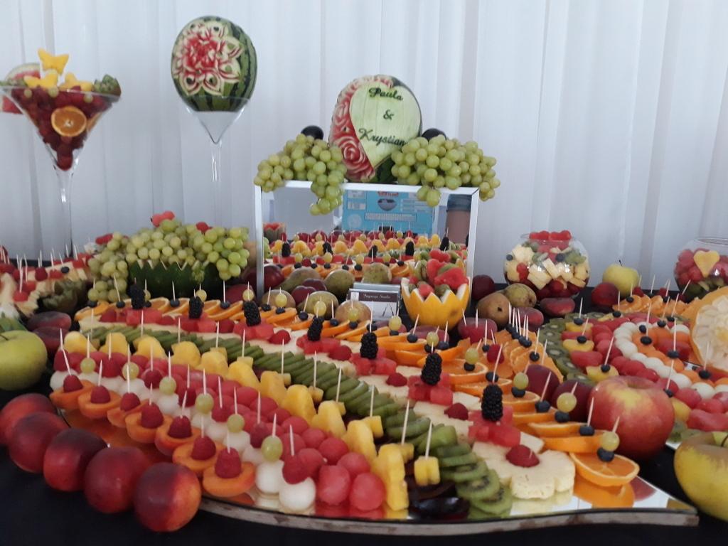 stół z owocami, fruit carving, bufet owocowy, stół owocowy, dekoracje owocowe, fruit bar Ligrana Palace