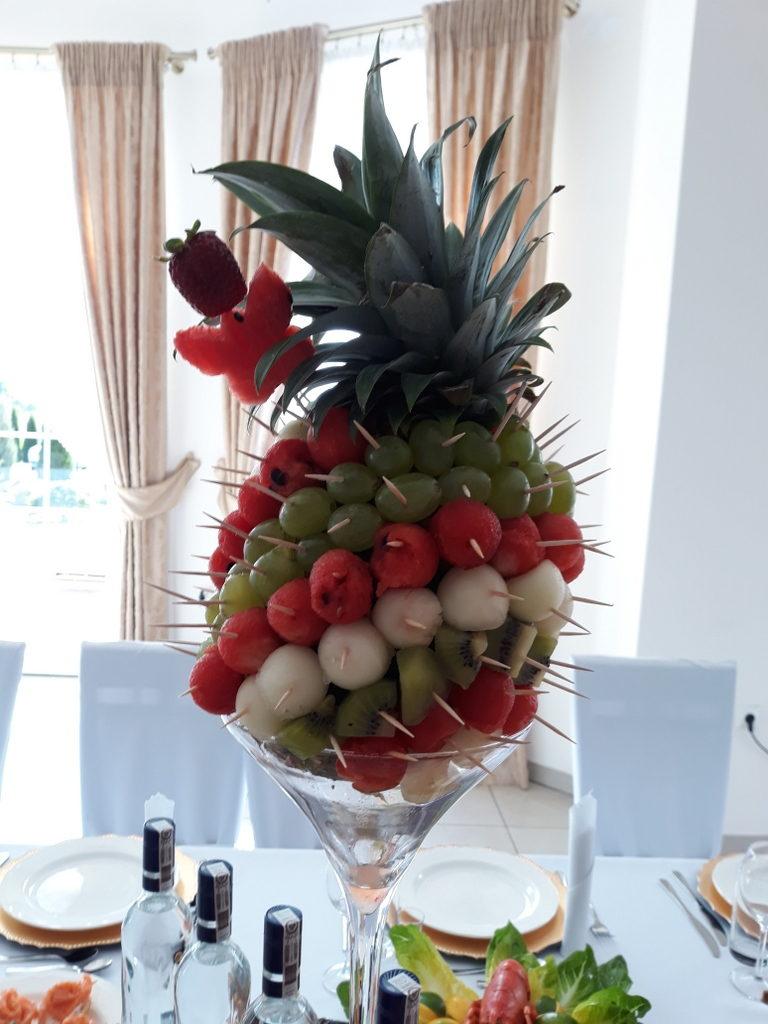 ozdobny ananas, dekoracje owocowe, fruit carving, ananas, owoce na stoły, Turek, Konin, Koło, Łódź, Warszawa, Poznań