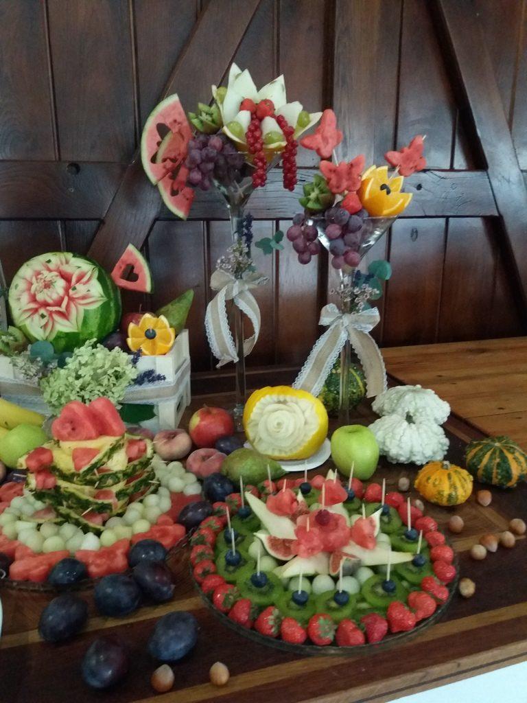 dekoracje owocowe, stół owocowy, fontanna czekoladowa, palma owocowa, fruit carving, fruit bar Kalinka Przymiarki