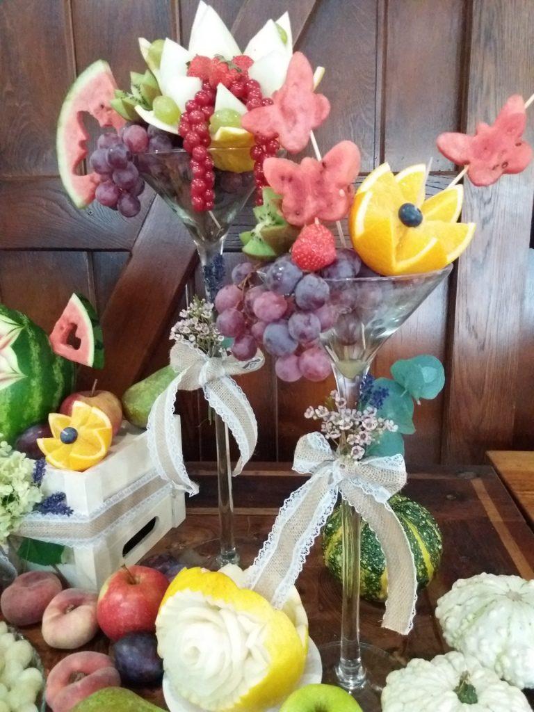 dekoracje owocowe, stół owocowy rustykalny, fontanna czekoladowa, palma owocowa, fruit carving, fruit bar Kalinka Przymiarki
