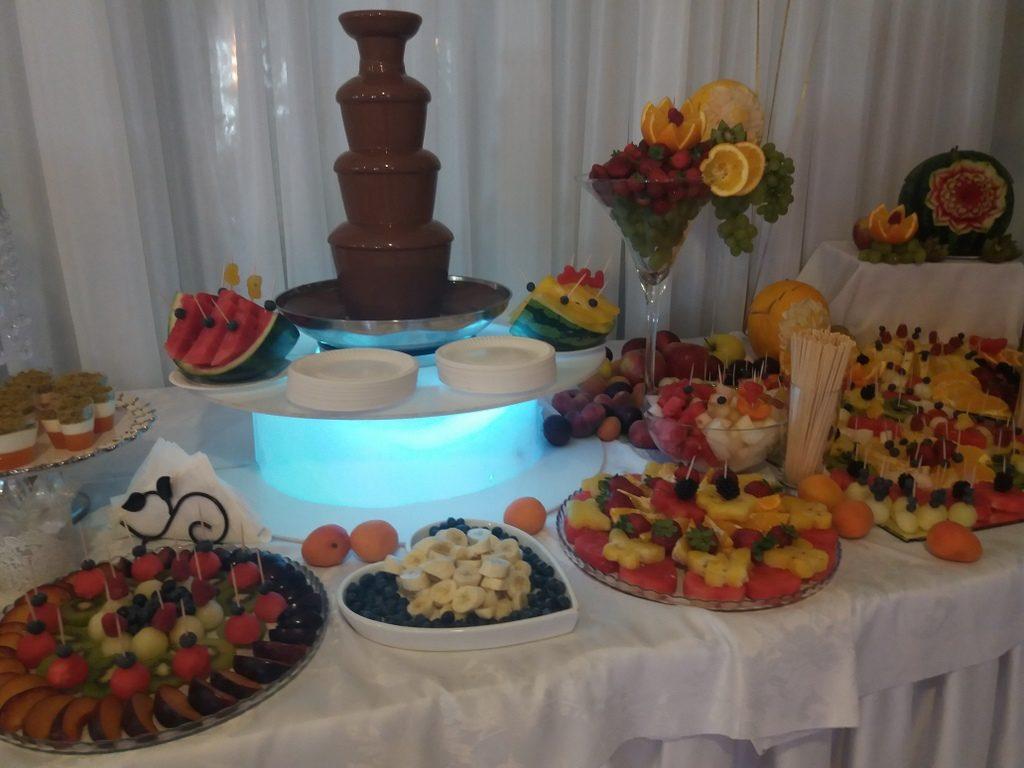 fontanna czekoladowa, fruit bar, palma owocowa, stół owocowy, dekoracje owocowe, fruit carving, Zacisze Domanin, Łódź, Kalisz, Turek, Koło