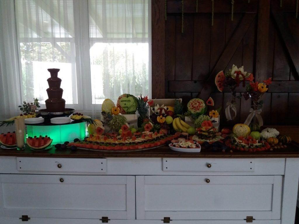 fontanna czekoladowa, palma owocowa, stół owocowy, fruit carving, dekoracje owocowe, fruit bar Kalinka Przymiarki