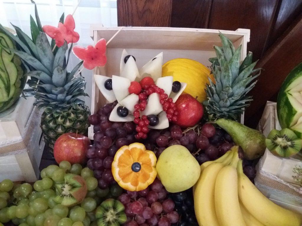 fontanna czekoladowa, stół owocowy rustykalny, dekoracje owocowe, palma owocowa, fruit carving, fruit bar Kalinka Przymiarki, Łódź