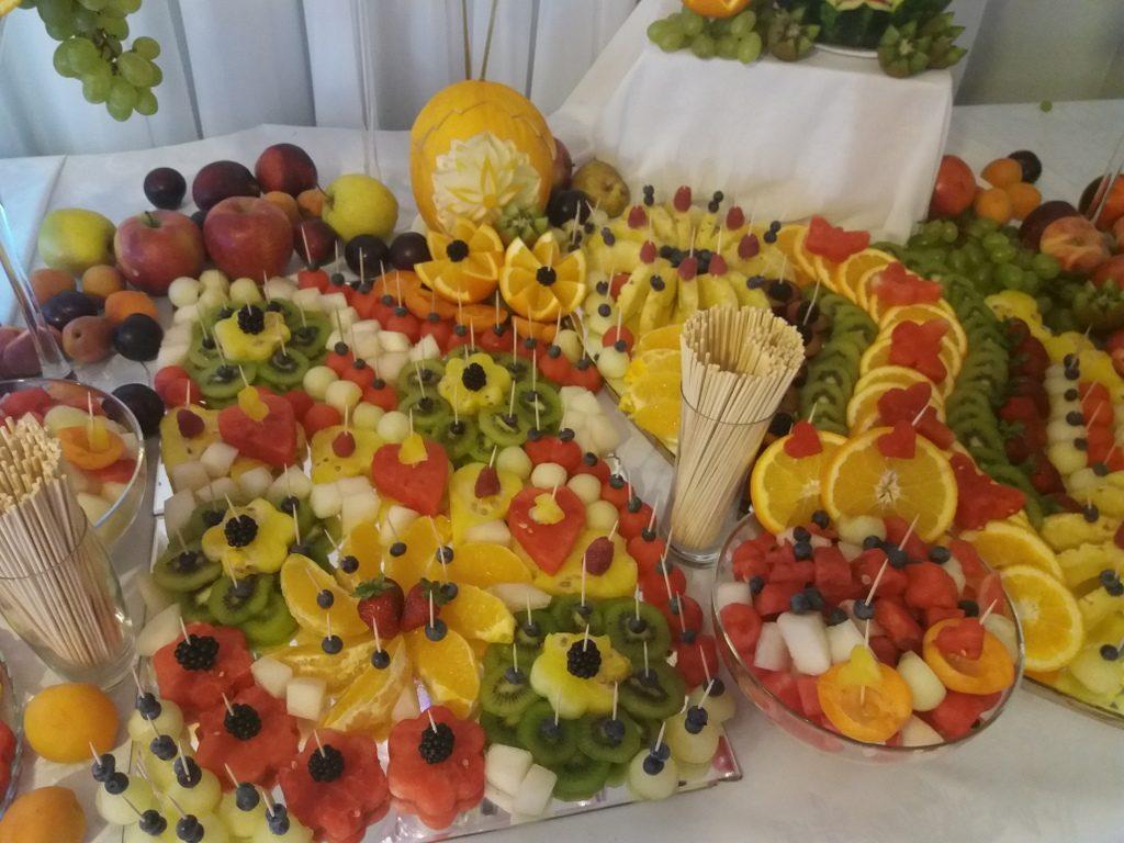 fruit bar, palma owocowa, fontanna czekoladowa, stół owocowy, dekoracje owocowe, fruit carving, Zacisze Domanin, Łódź, Kalisz, Turek