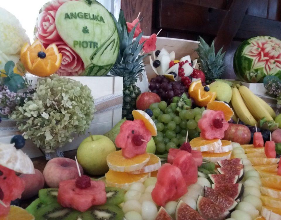 fruit carving, dekoracje owocowe, stół owocowy, fontanna czekoladowa, palma owocowa, fruit bar Kalinka Przymiarki, Konin, Turek, Poz