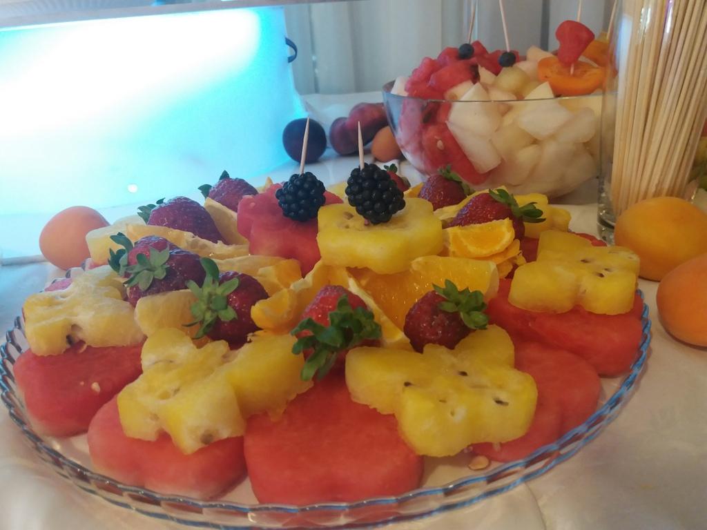 owoce na wesele, stół owocowy, fontanna czekoladowa, fruit bar, palma owocowa, dekoracje owocowe, fruit carving, owoce na wesele, Zacisze Domanin, Łódź, Turek, Kalisz, Włocławek