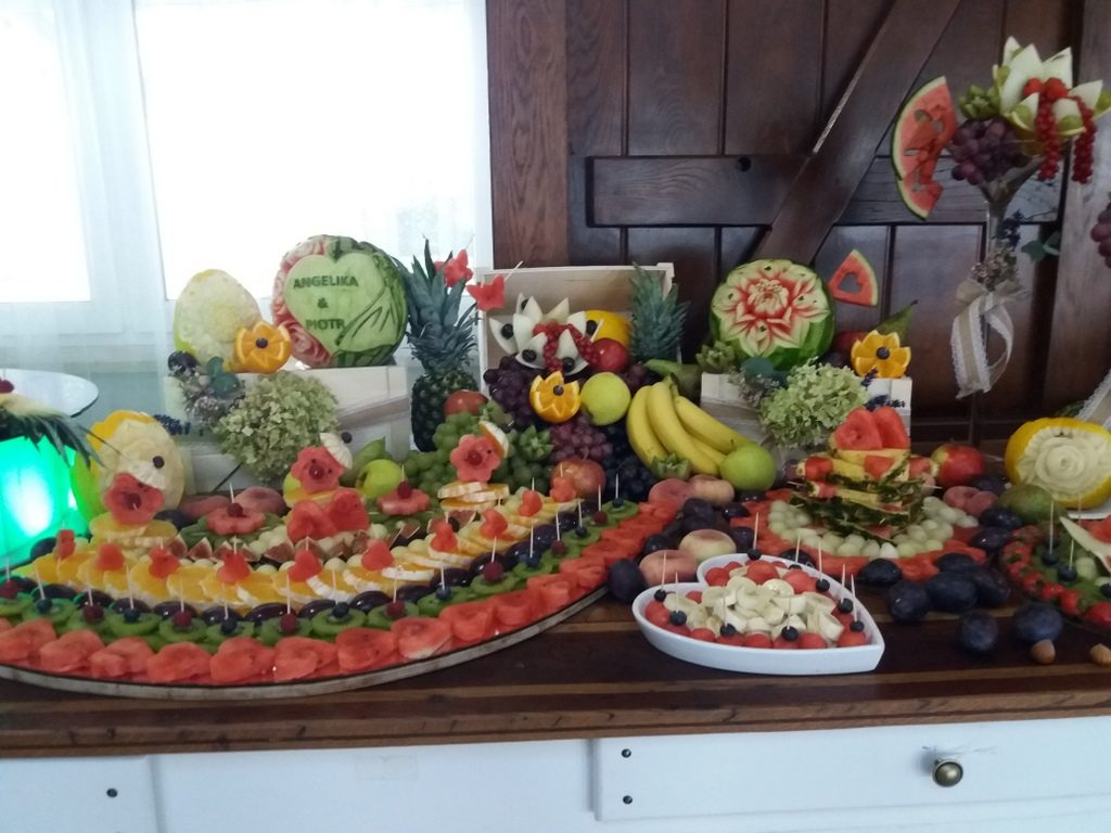 stół owocowy, fontanna czekoladowa, palma owocowa, fruit carving, dekoracje owocowe, fruit bar Kalinka Przymiarki