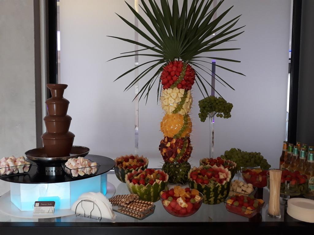 fontanna czekoladowa, palma owocowa Artis Loft Hotel, dekoracje owocowe Łódź, Turek, Konin