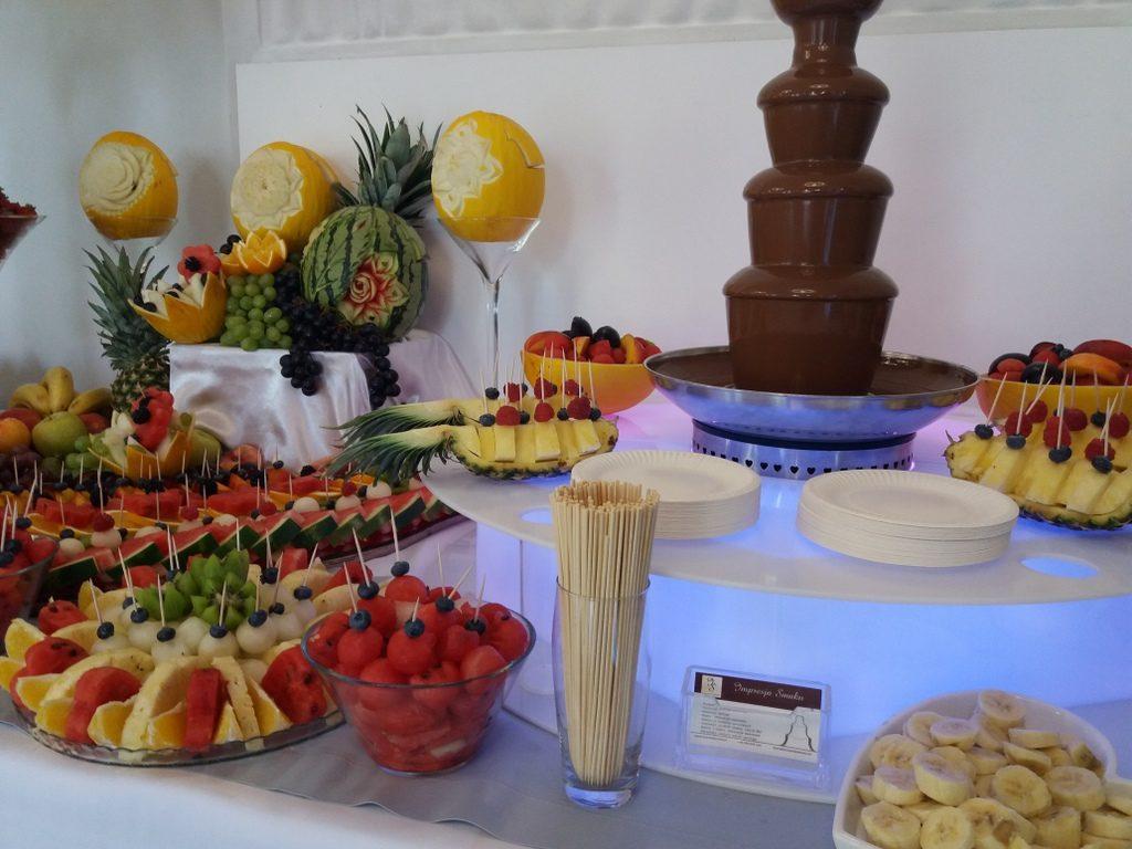 fontanna czekoladowa, stół owocowy, fruit carving, fruit bar Czarny Staw Aleksandrów Łódzki