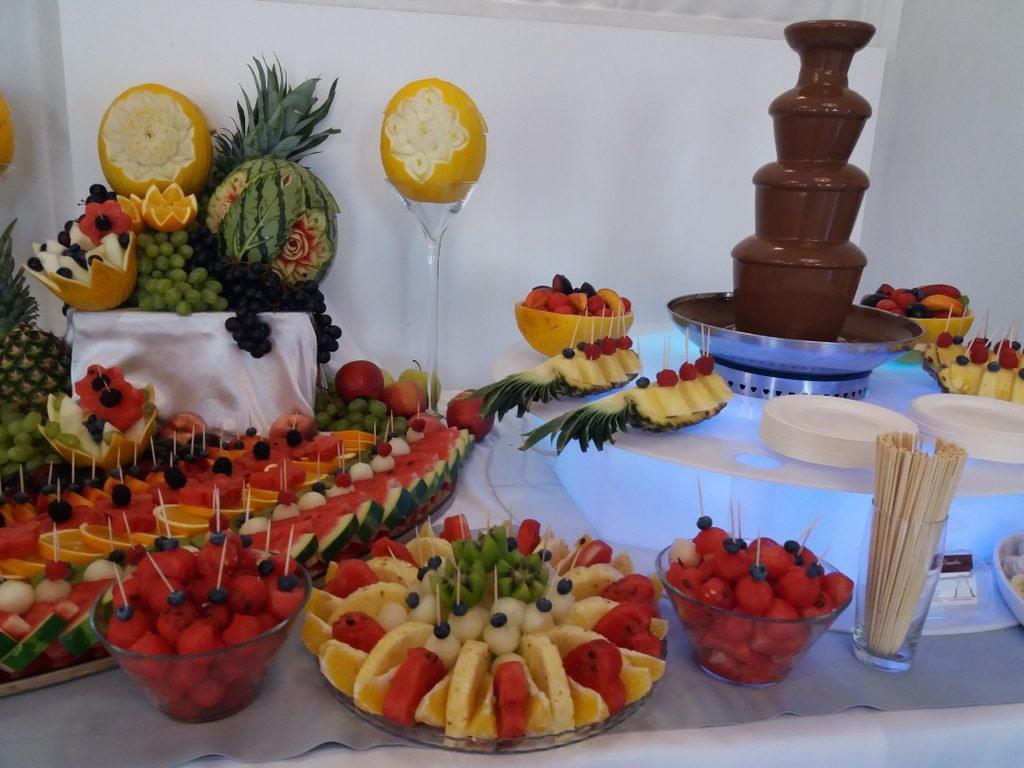 fontanna z czekolady, stół owocowy, fruit carving, fruit bar Czarny Staw Aleksandrów Łódzki