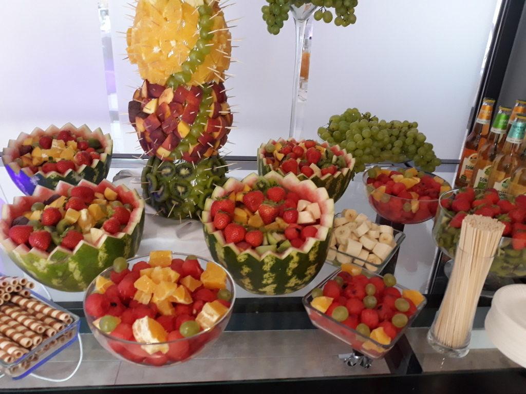 owoce na wesele Artis Loft Hotel, dekoracje owocowe, fruit bar, fontanna czekoladowa Łódź, Turek, Włocławek