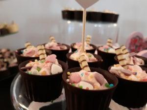 słodki stół, czekoladowe minideserki, słodki bar, deserki czekoladowe, fingerfood, shoot