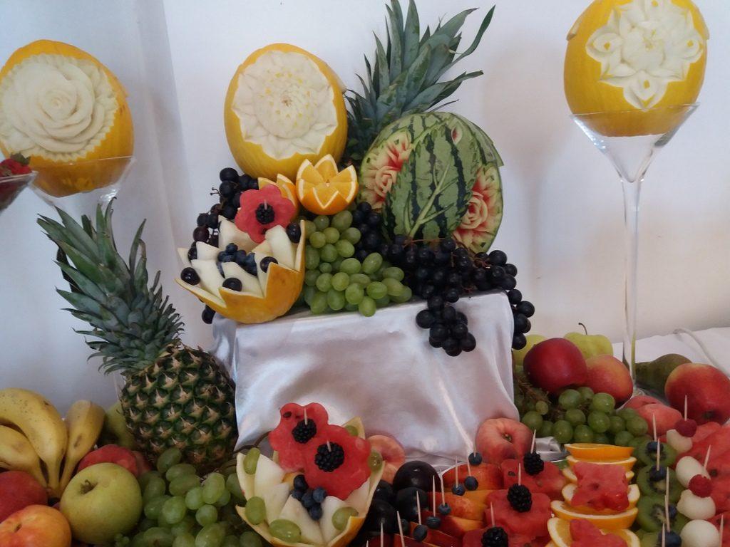 stół owocowy, fontanna z czekoladą, fruit carving, fruit bar Czarny Staw Aleksandrów Łódzki