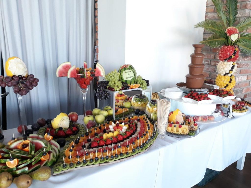 fontanna czekoladowa, stół owocowy, fruit carving, fruit bar, palma owocowa, dekoracje owocowe, bufet owocowy Łódź, Turek, Kalisz, Włocławek