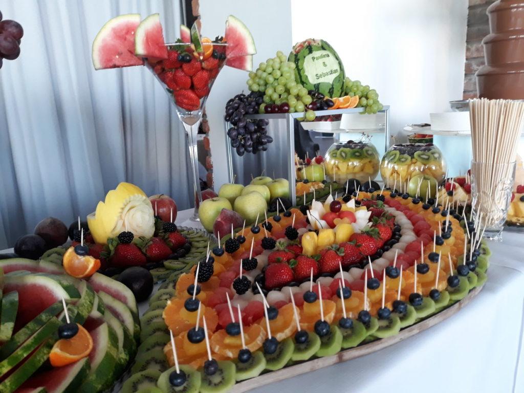 stół owocowy, fruit carving, fruit bar, dekoracje owocowe, fontanna czekoladowa, palma owocowa, bufet owocowy