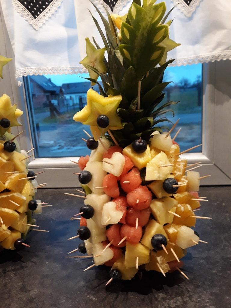 szaszłyki owocowe na imprezę, owocowe przekąki