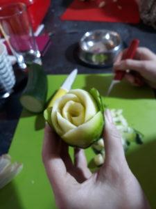 warsztaty rzeźbienie w owocach, warsztaty fruit carving, rękodzieło, motyw róży w cukinii, warsztaty,