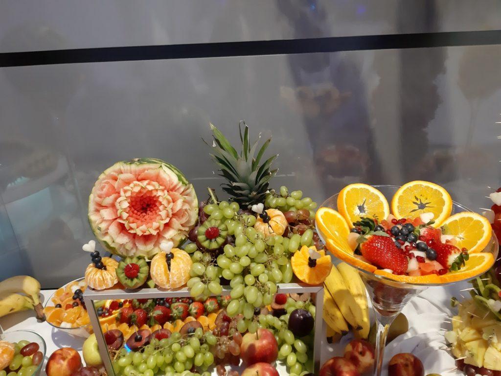 fruit carving, stół owocowy, fontanna czekoladowa, dekoracje owocowe Konin, Turek, Słupca, Września