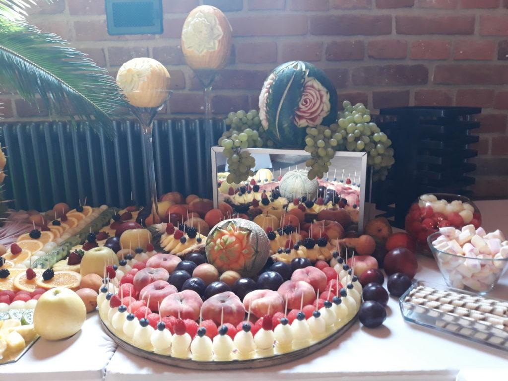stół owocwy, fruit carving, fruit bar, palma owocowa, fontanna czekoladowa, Zamek Topacz Ślęza k. Wrocławia