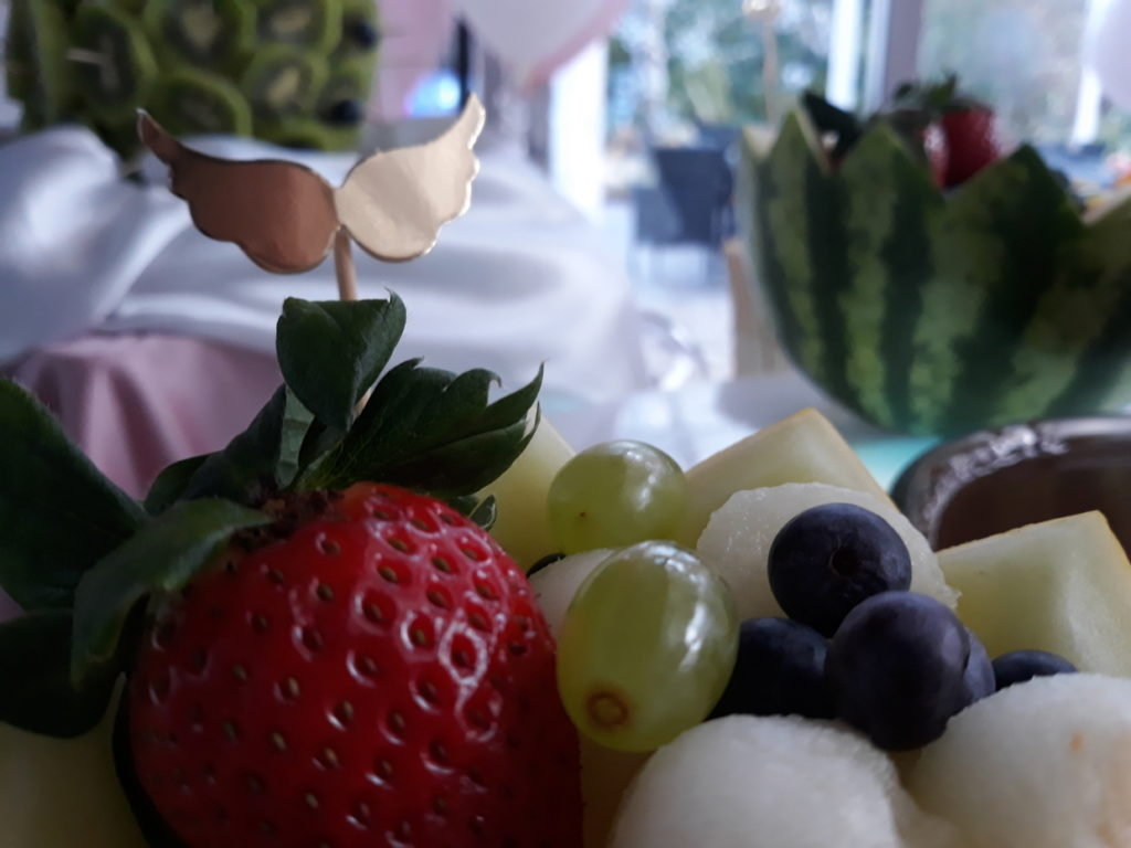 fontanna czekoladowa na Chrzciny, dekoracje owocowe, palma owocowa, Hotel Azyl Kąty Wrocławskie