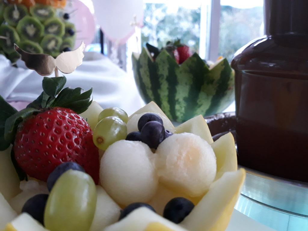 fontanna czekoladowa na Chrzciny, fruit carving, dekoracje owocowe, palma owocowa, Hotel Azyl Kąty Wrocławskie