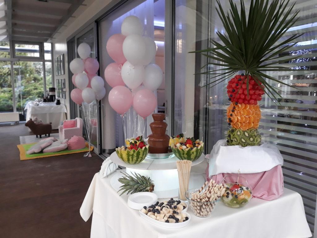 fontanna czekoladowa na Chrzciny, fruit carving, dekoracje owocowe, palma owocowa, dekoracje z balonów, Hotel Azyl Kąty Wrocławskie