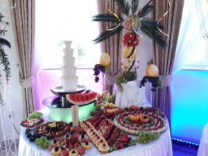 dekoracje owocowe, fruit carving, fontanna z białą czekoladą, owoce na stoły, Turek, Konin, Koło, Łódź, Warszawa, Poznań