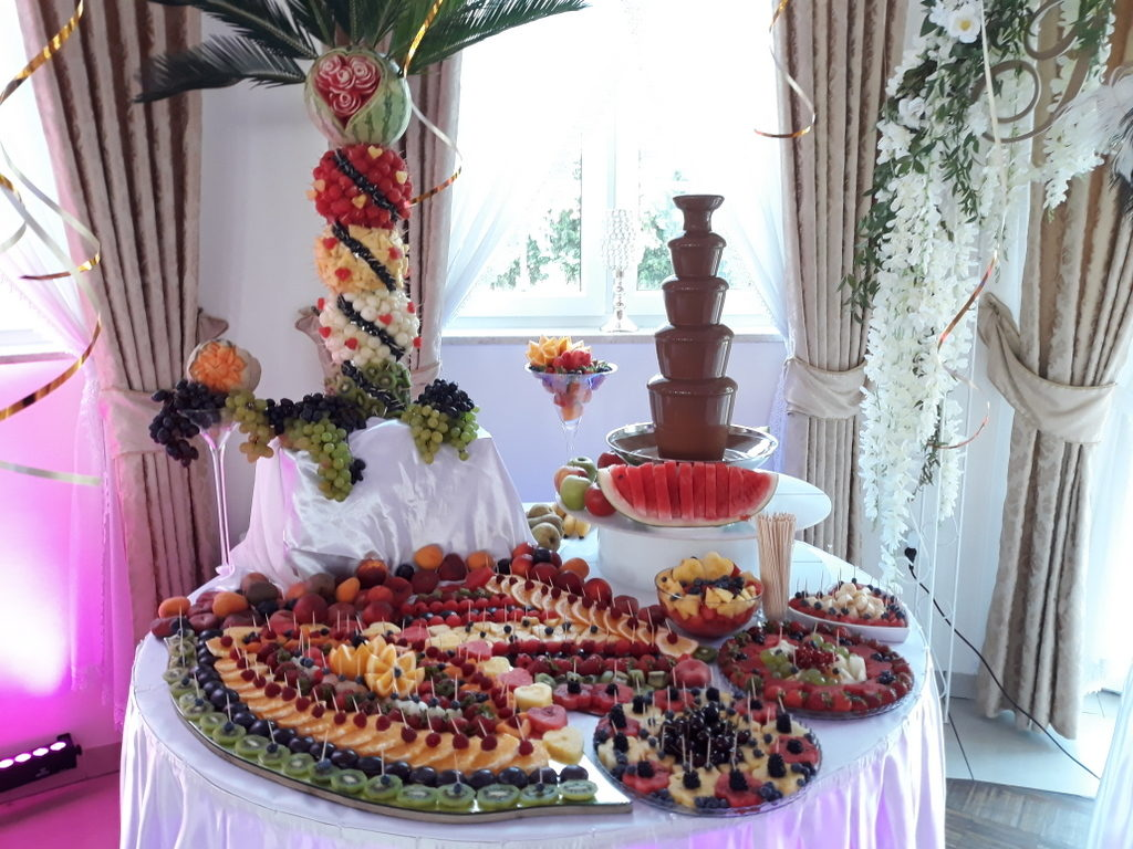 dekoracje owocowe, fruit carving, fontanna z mleczną czekoladą, owoce na stoły, Turek, Konin, Koło, Łódź, Warszawa, Poznań