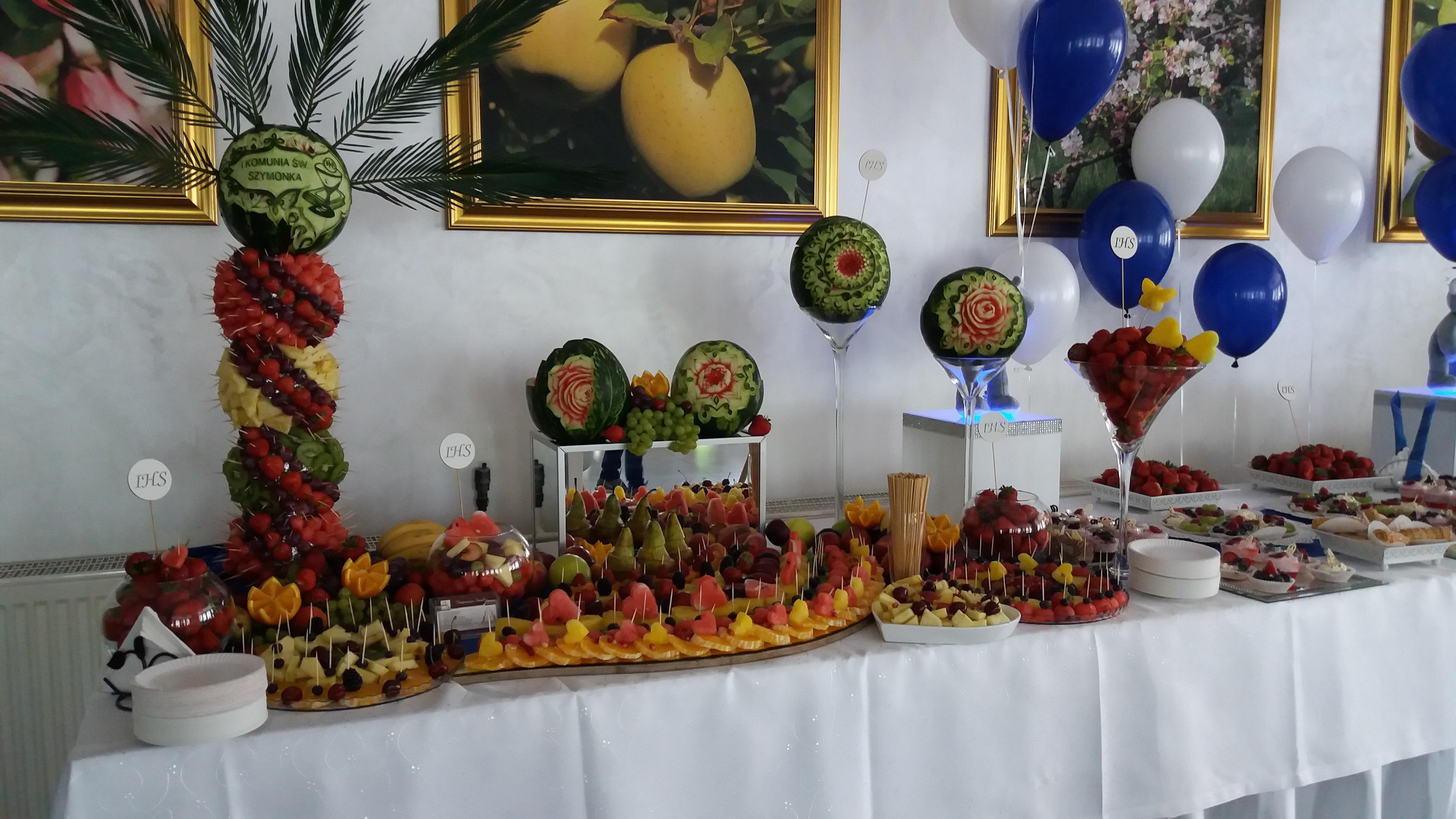 stół owocowy, fruit carving, dekoracje owocowe, kosz z owoców
