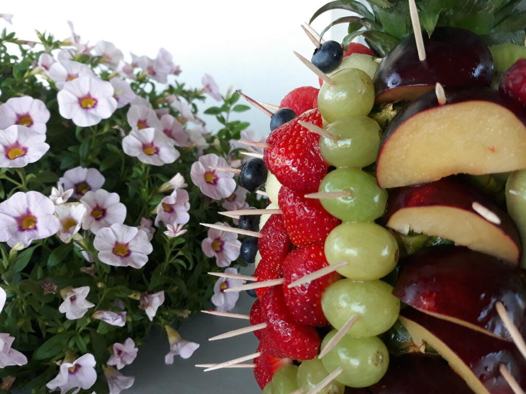 dekoracje owocowe, owocowy ananas, owoce na impreze, fruit carving, food art,