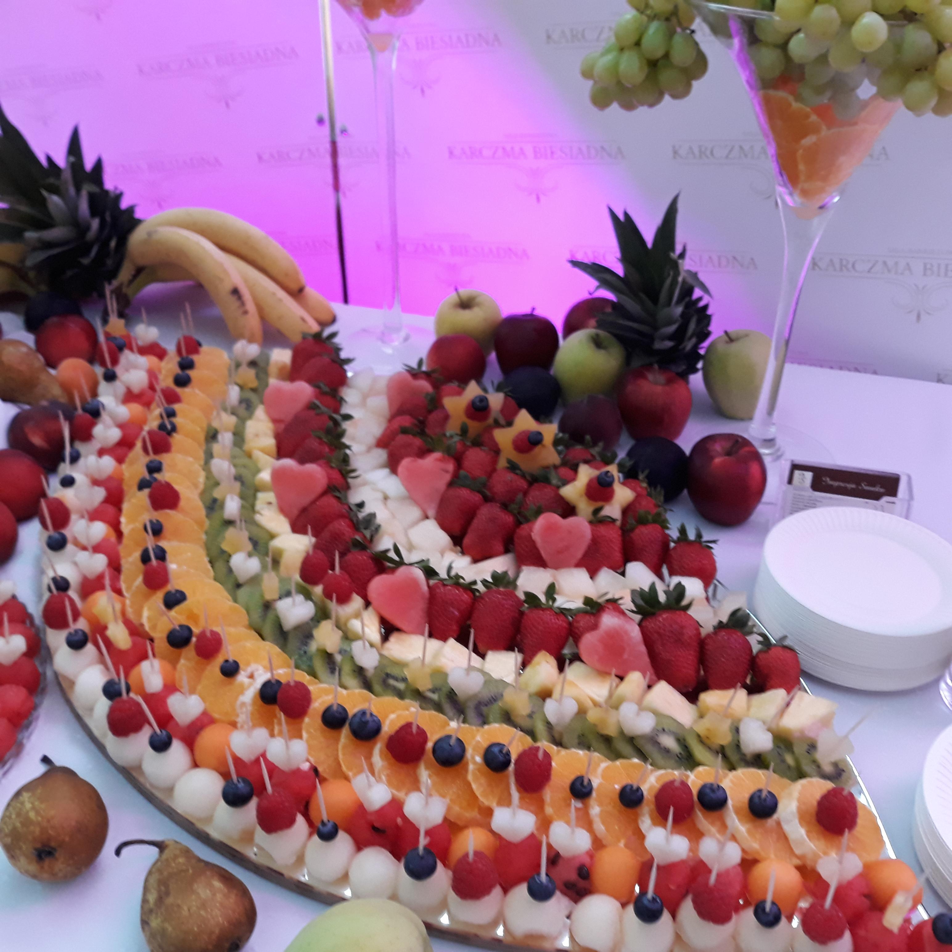 fruit bar, stół owocowy Turek, stół z owocami Koło, stół owocowy Konin, dekoracje owocowe, fruit carving, fruit bar,