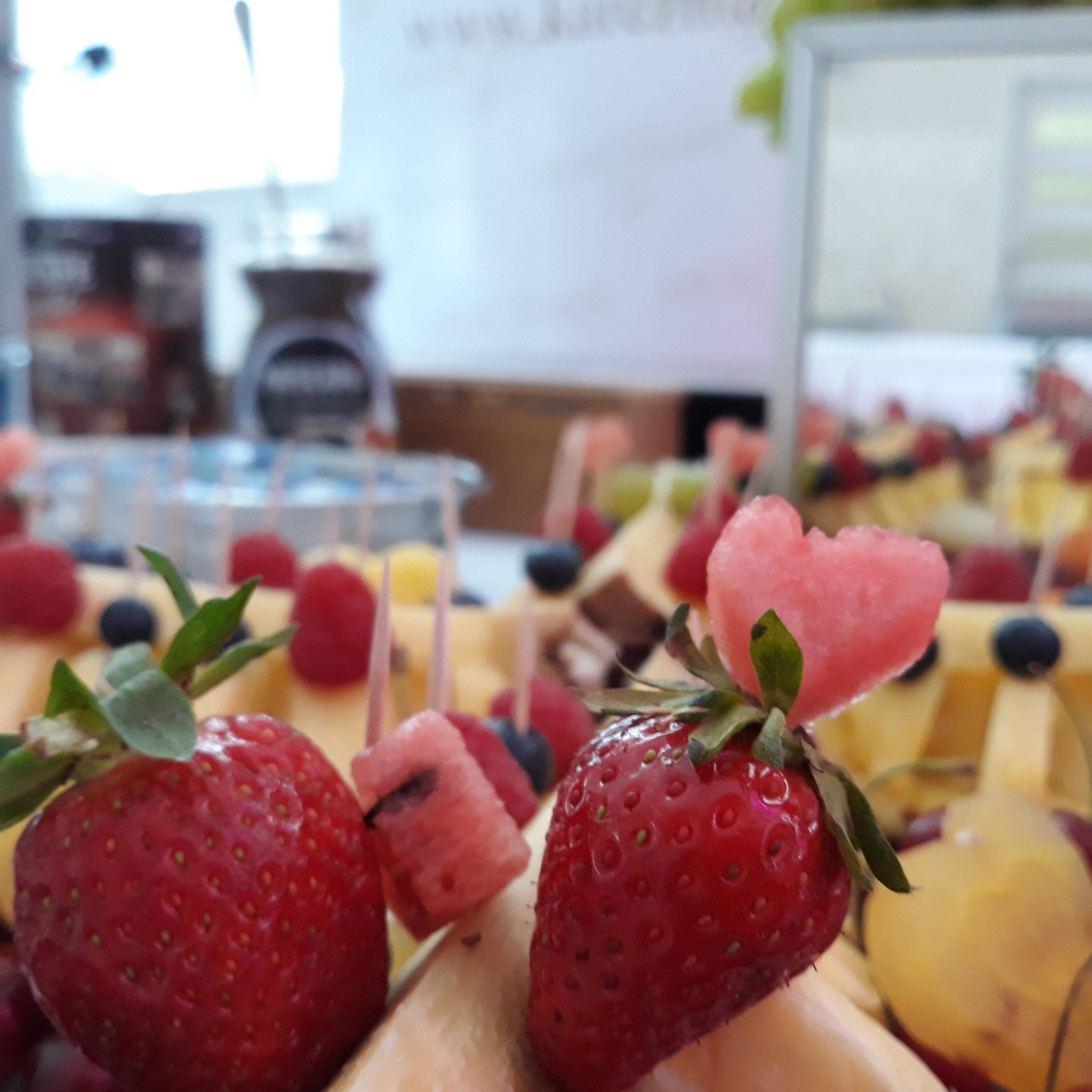 fruit carving, stół owocowy Konin, fruit bar, stół owocowy Turek, stół z owocami Łódź, dekoracje owocowe, fruit bar,