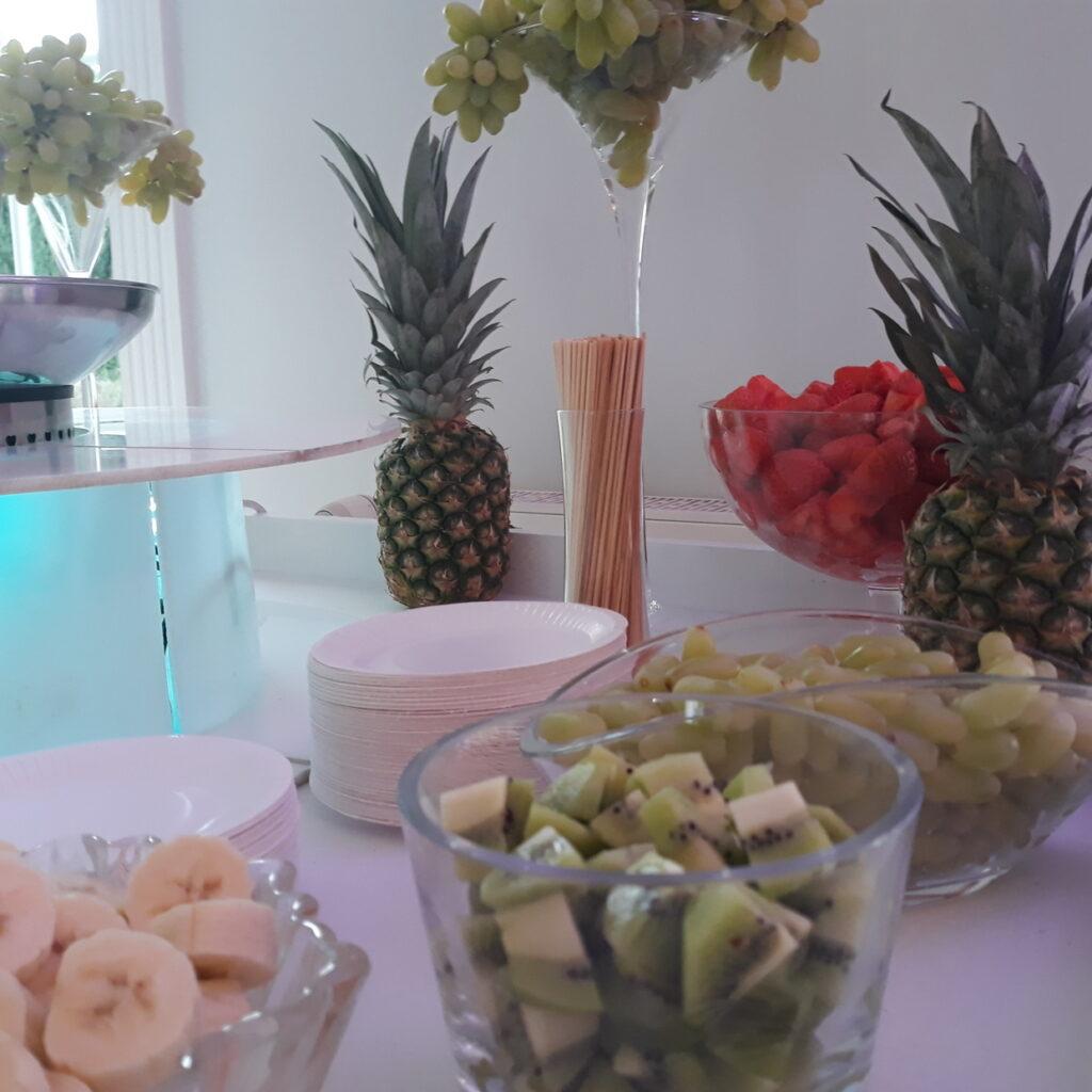 owoce na wesele, fontanna z czekolady, fontanna alkoholowa Carny Tulipan Koszalin, fontanna czekoladowa,