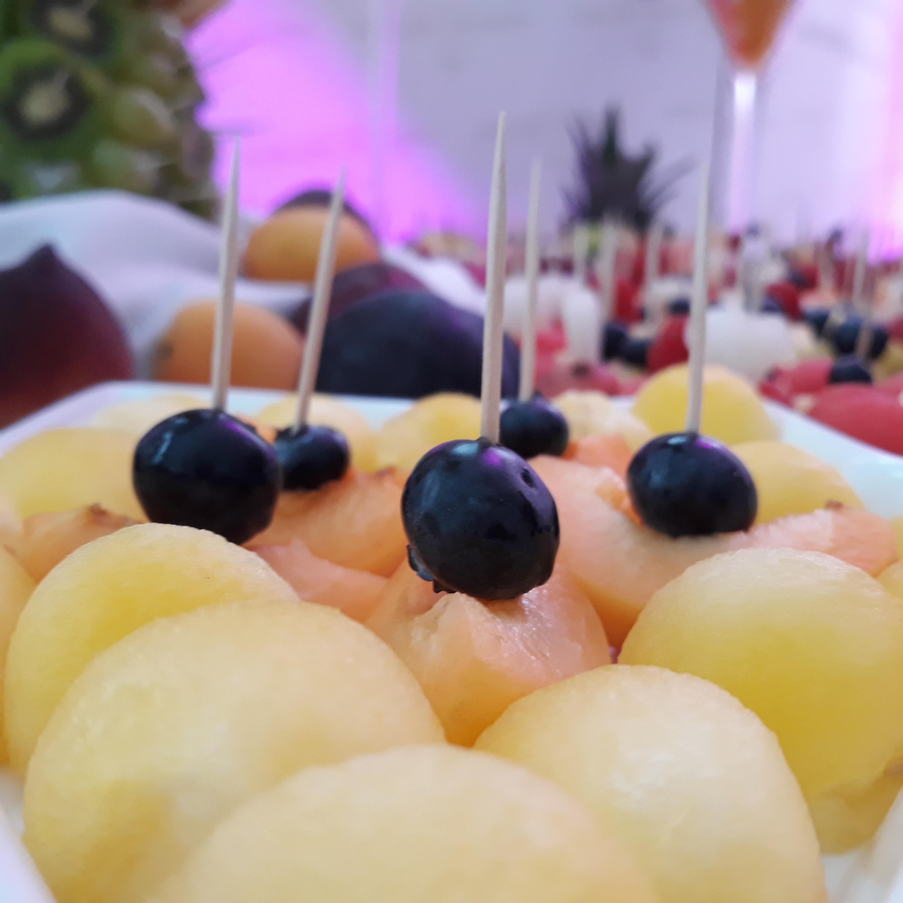 stół z owocami Koło, fruit carving, stół owocowy Konin, fruit bar, stół owocowy Turek, dekoracje owocowe, fruit bar,
