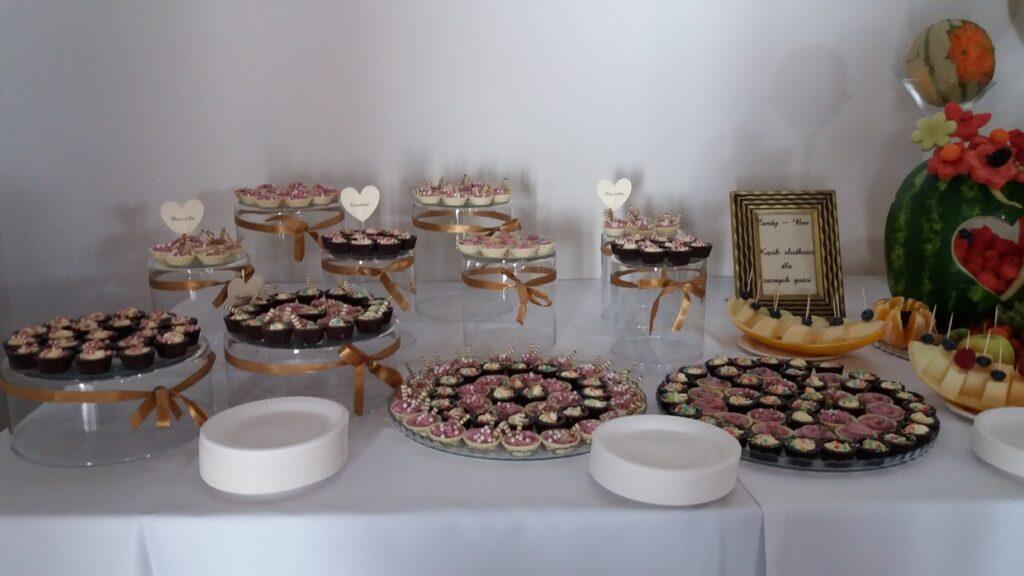 candy bar, słodki stół, deserki na wesele, słodkości na imprezę, minideserki, monoporcje