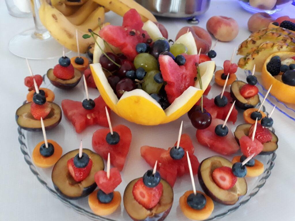 dekoracje owocowe Lisków, palma owocowa, fruit bar, stół z owocami, stół owocowy, fruit carving, bufet owocowy, rzeźbione owoce,