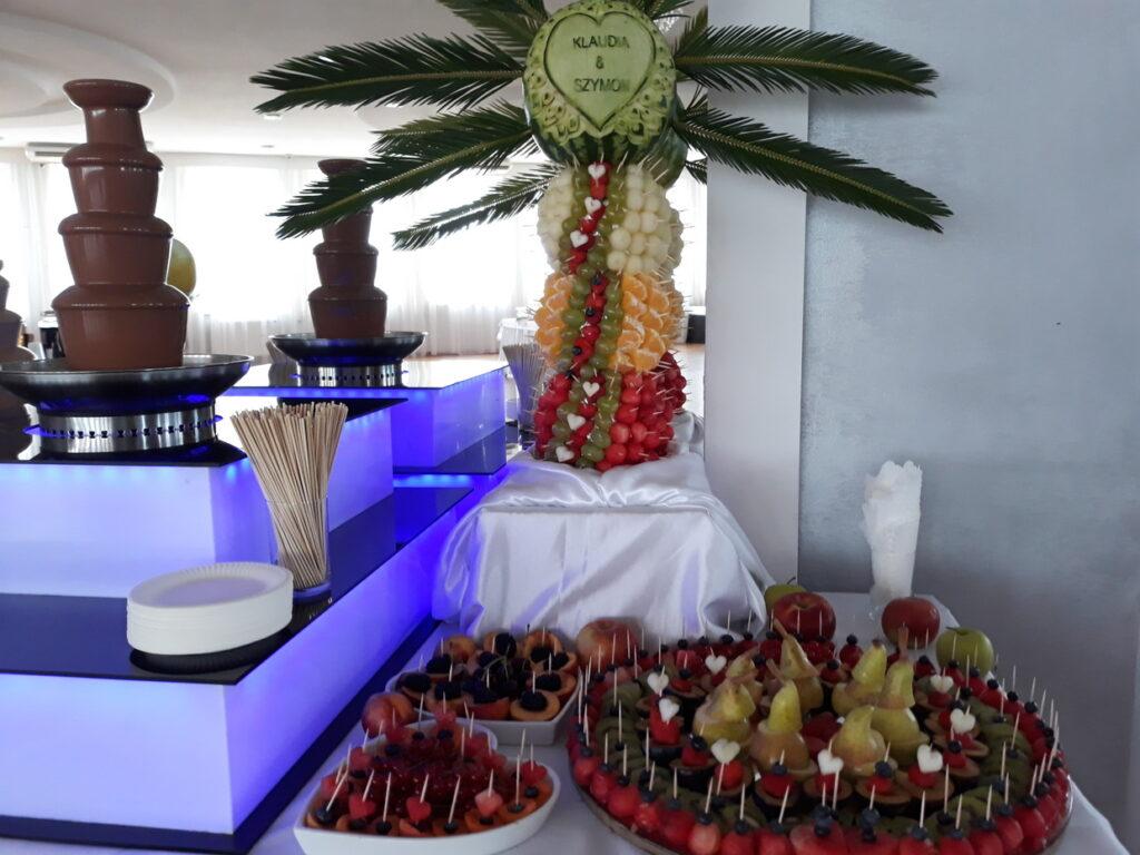 palma owocowa, fruit bar, stół z owocami, dekoracje owocowe Lisków, stół owocowy, fruit carving, bufet owocowy, rzeźbione owoce,