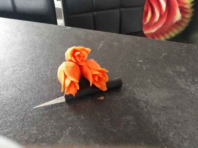 róża z marchewki, triangle nóż tajski, noże do fruit carving