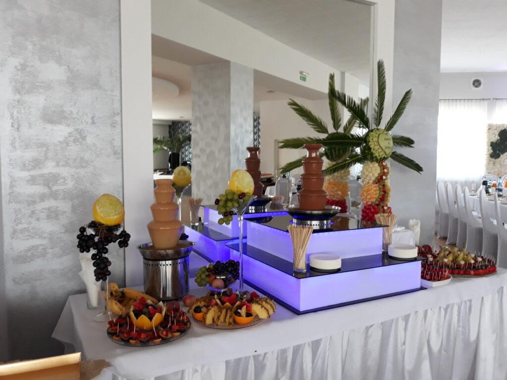 stół owocowy, fruit bar, fruit carving, stół z owocami, bufet owocowy, palma owocowa, rzeźbione owoce, dekoracje owocowe Lisków