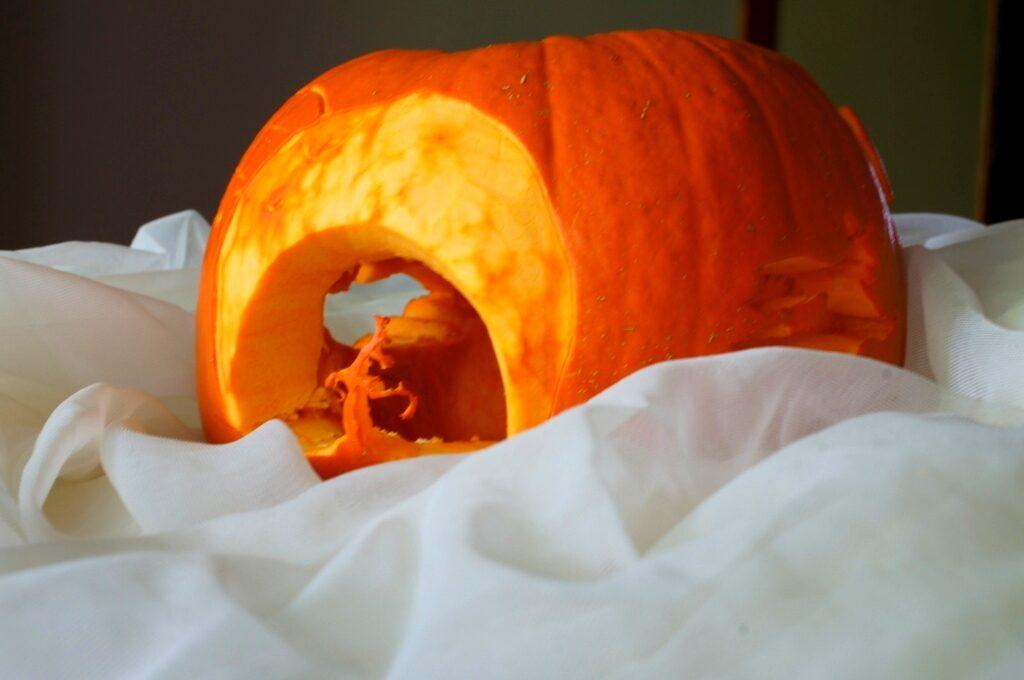 fruit carving, lampion z dyni, dekoracja halloween, dekoracja w dyni, vegetable carving, food art, halloween decortion,