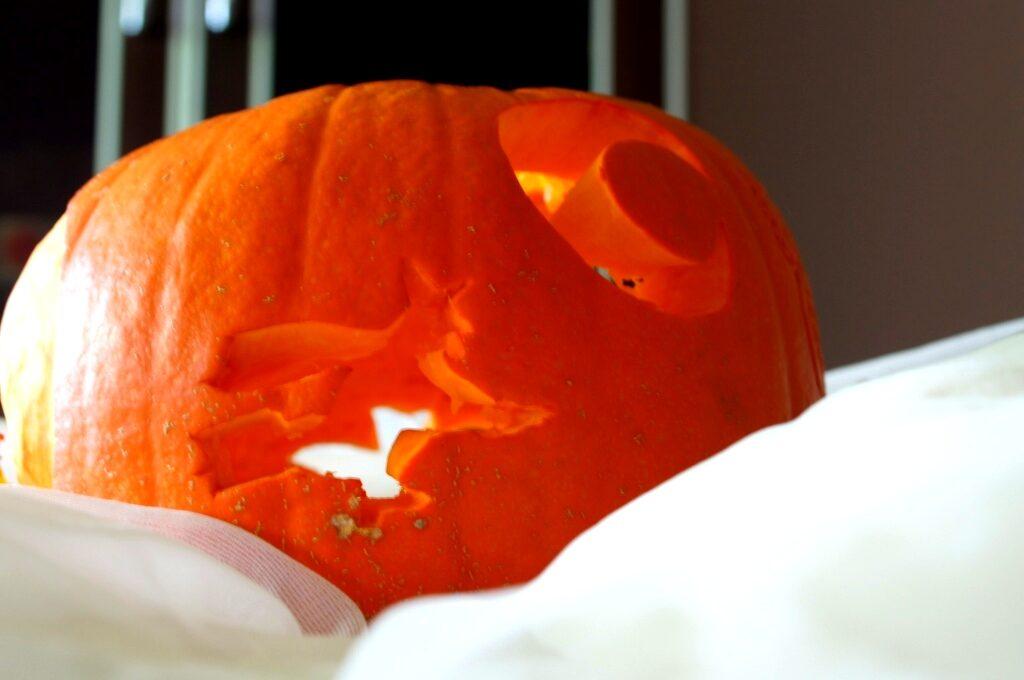 dekoracja w dyni, fruit carving, vegetable carving, food art, halloween decortion, dekoracja halloween
