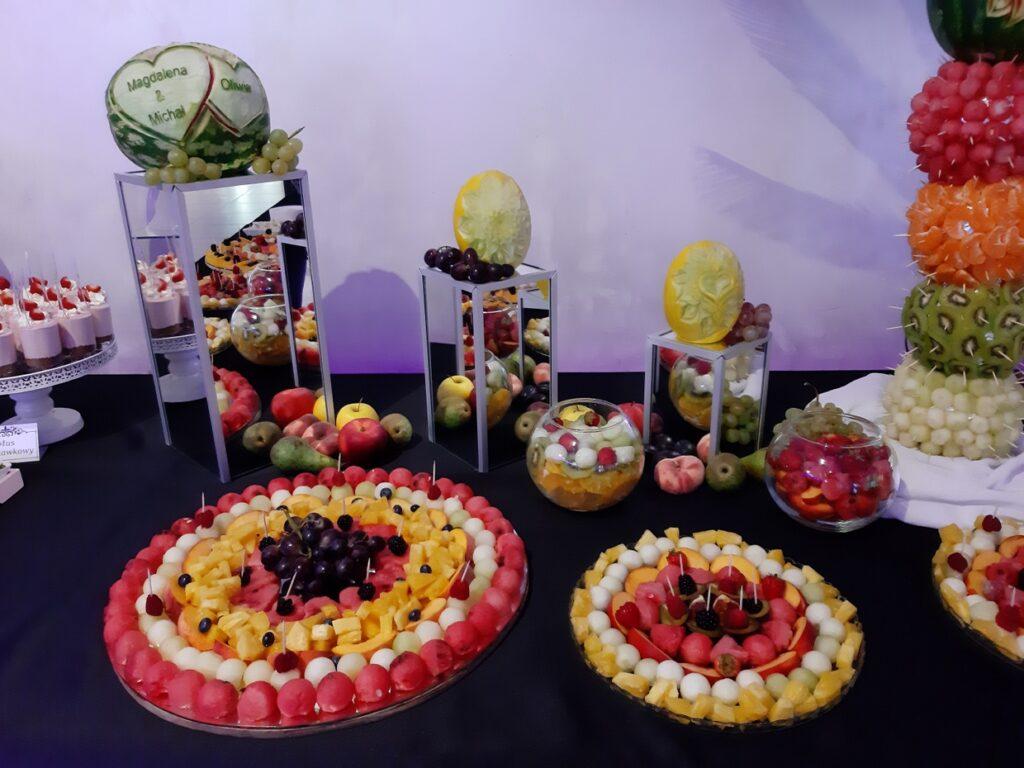dekoracje owocowe,Stół owocowy, fruit carving Biały Dwór, dekoracje owocowe, fruit bar, bufet owocowy