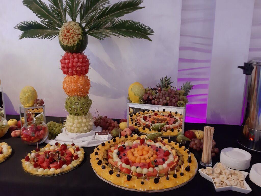 fruit carving Biały Dwór, palma owocowa, stół owocowy, bufet owocowy, dekoracje owocowe,fruit bar,