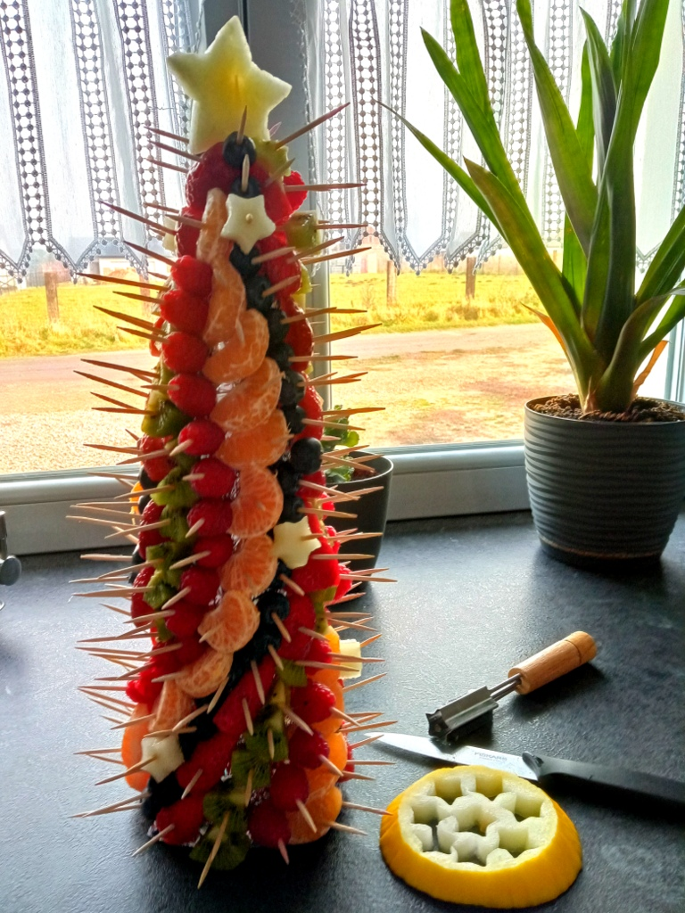 choinka owocowa, fruit carving, dekoracje z owoców, owocowe dekoracje na święta